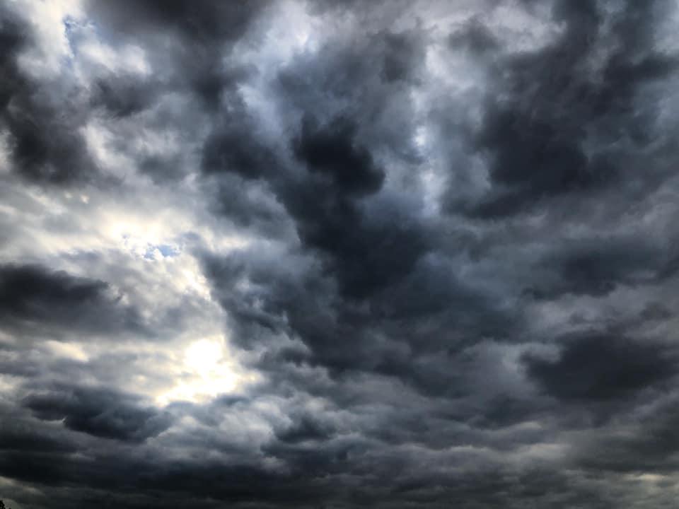 nuage ciel faim gourmandise vorace poeme poesie ecriture litterature texte gracia bejjani