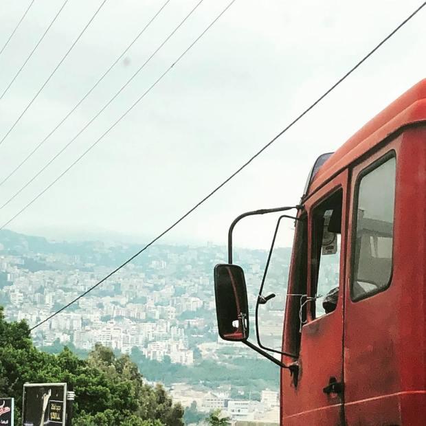 liban street-art camion loin photo gracia bejjani