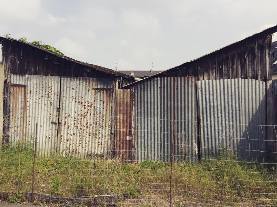 prison barricade barrière toits