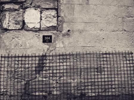 absurde mur protection