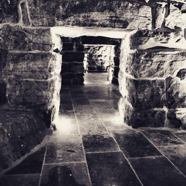 mur sous-sol cave inconscient ame prison terre