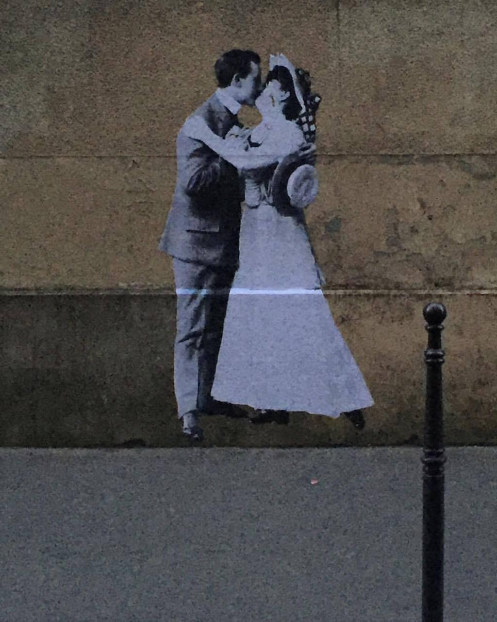 lien amoureux décoler du sol street-photo paris couple street-art