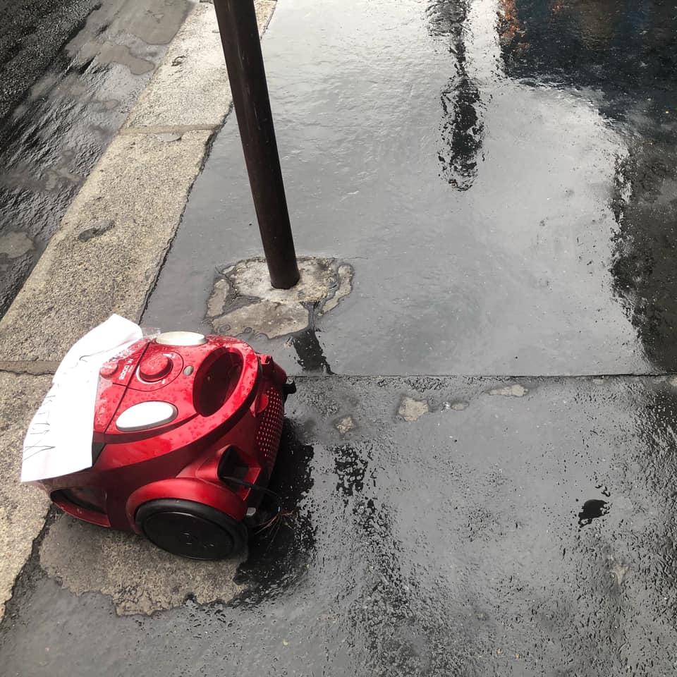 pluie enfant mere métro lundi matin